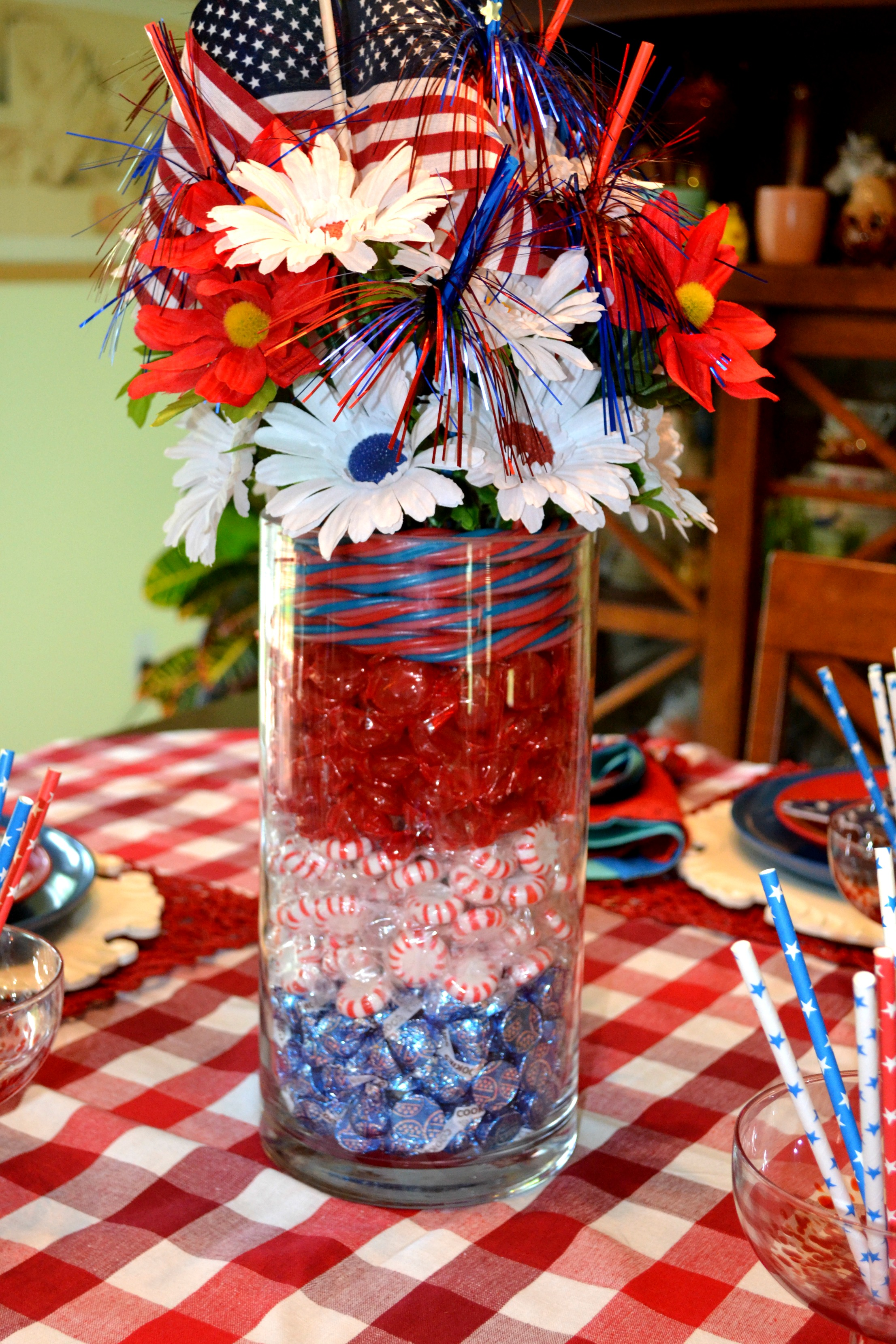 July 4th Candy Centerpiece and Table