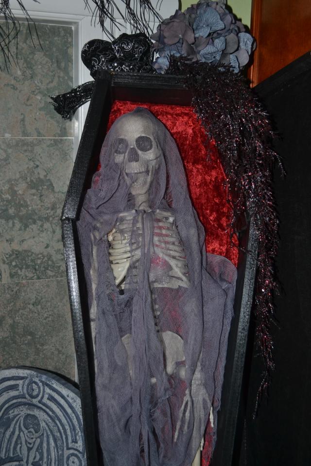 coffin03